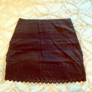 Gap eyelet mini skirt in black size 6